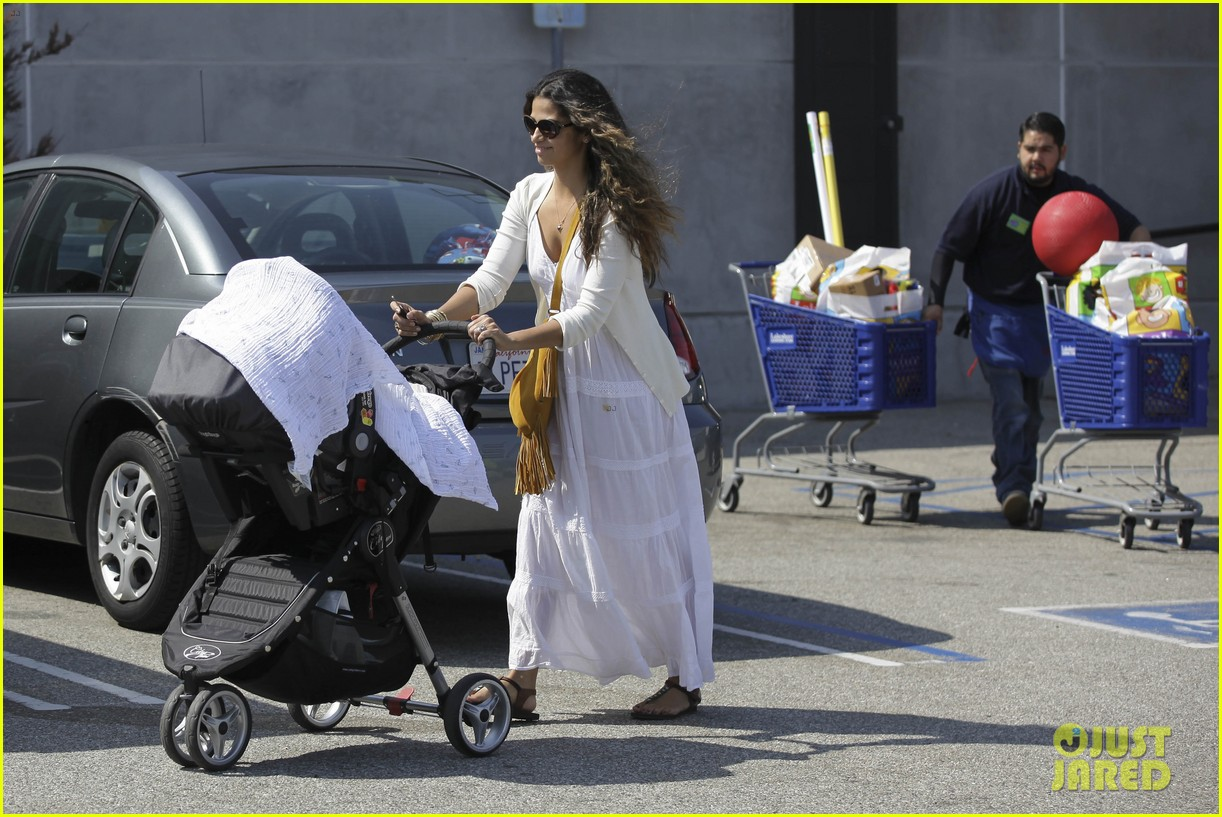 camila alves stocks up on learning supplies for the kids 06