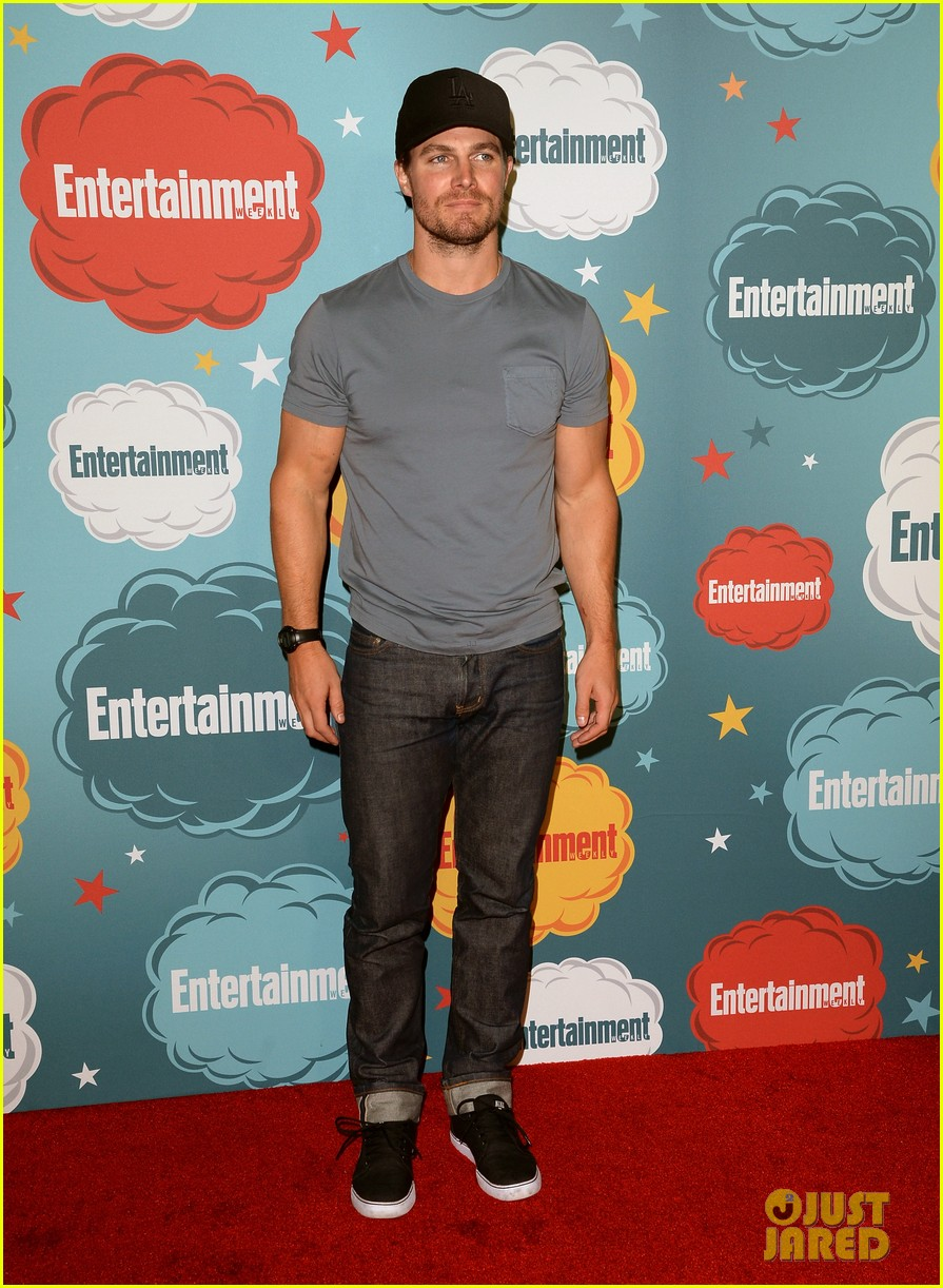 stephen amell katie cassidy arrow at ew comic con party 01