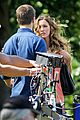stephen amell kiss from katie cassidy on arrow set 12
