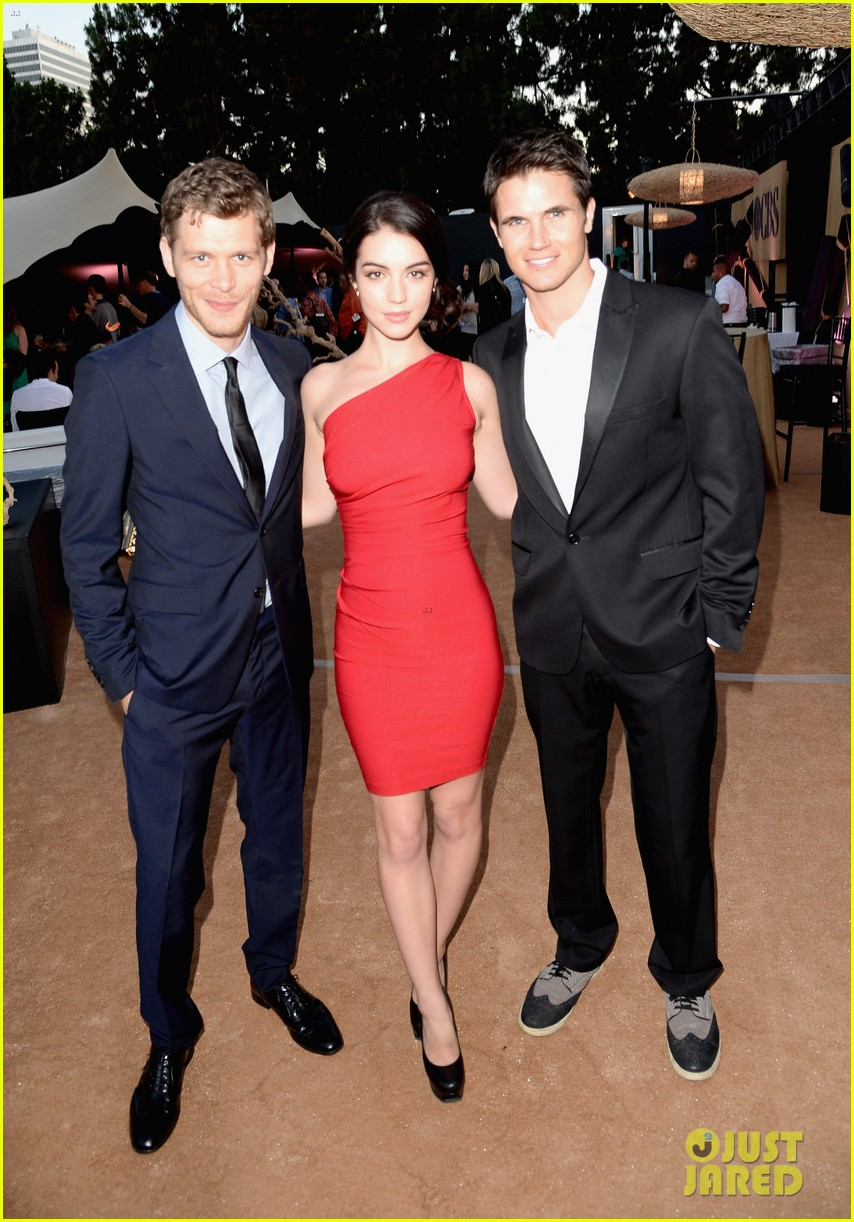 robbie amell peyton list cws summer tca party 02