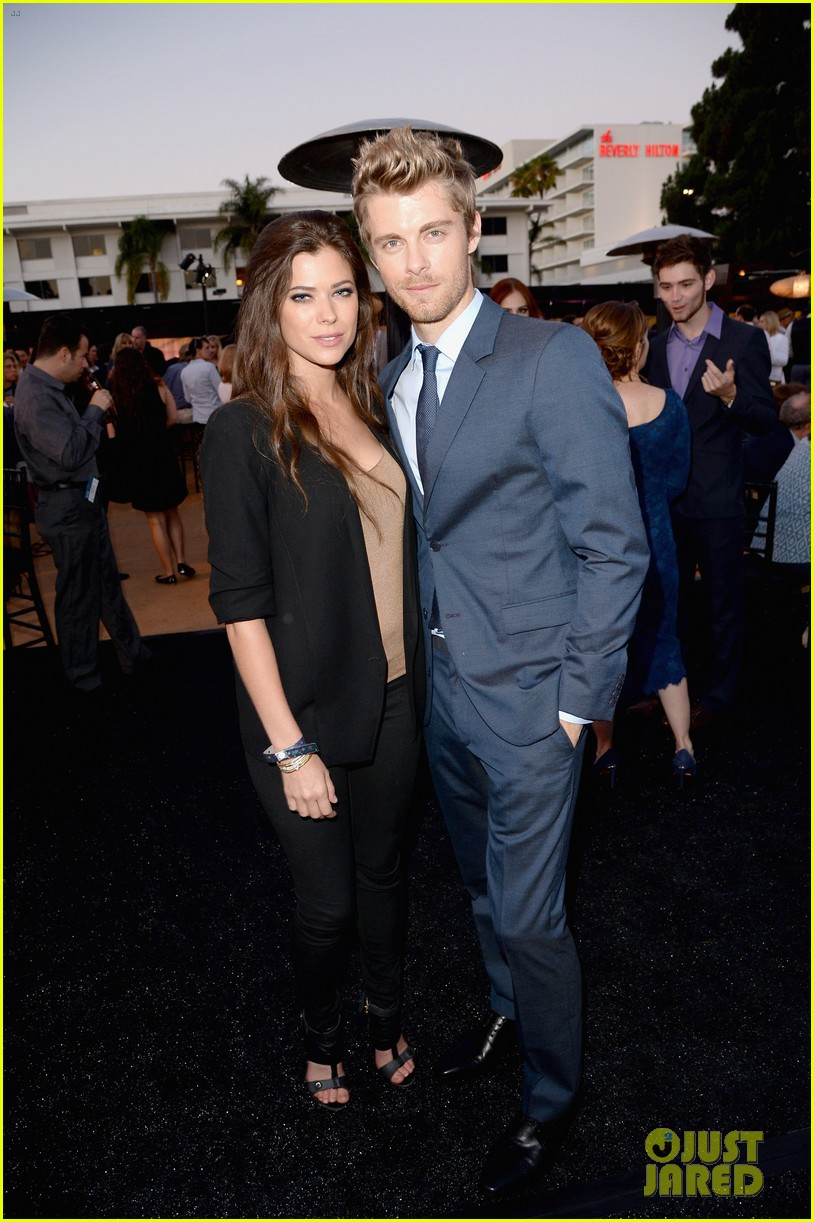 robbie amell peyton list cws summer tca party 25