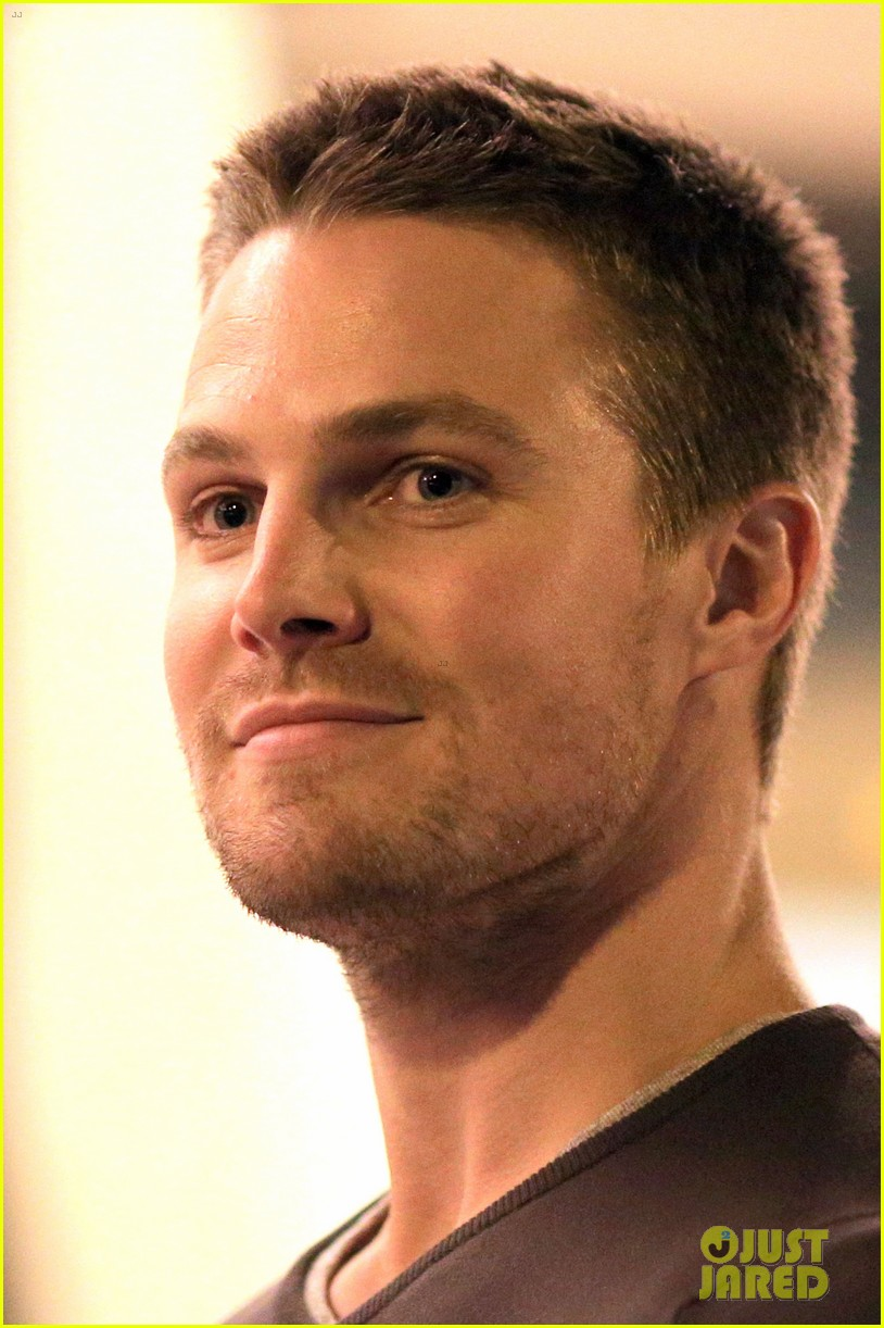 stephen amell yoga poses have no regard for testicles 012912052