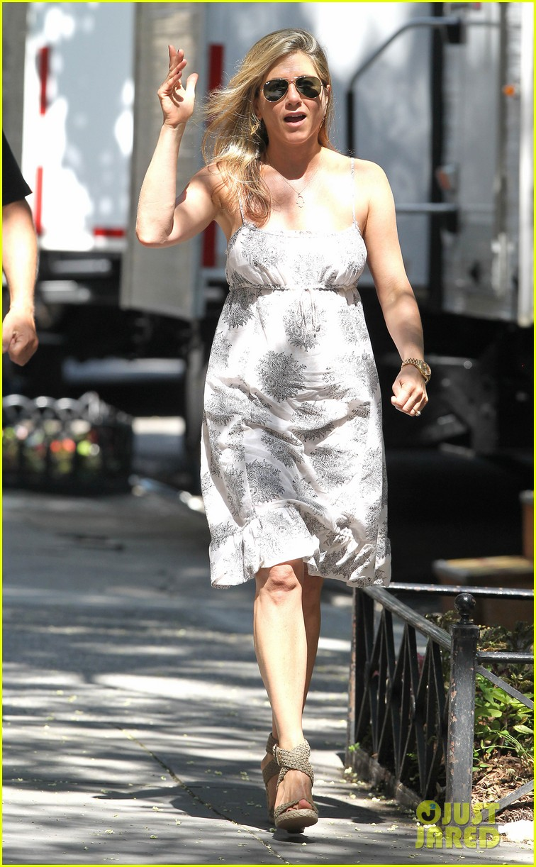 jennifer aniston continues squirrels to the nuts filming 06