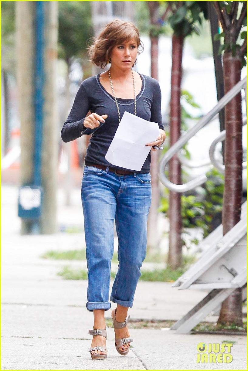 jennifer aniston bespeckled on squirrels set 03