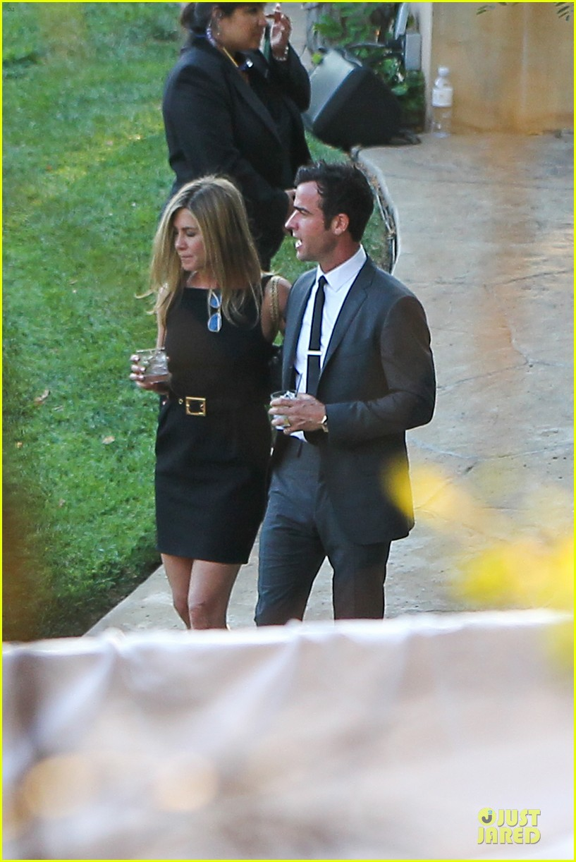 jennifer aniston justin theroux jimmy kimmel wedding guests 112909127