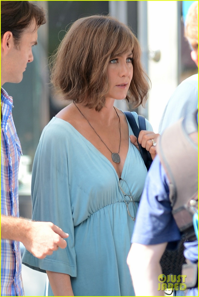 jennifer aniston short brown wig for squirrels to the nut 12