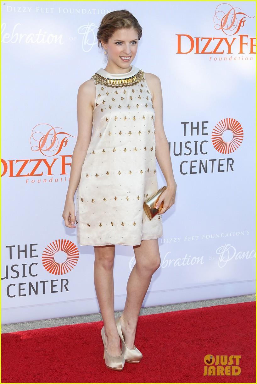 anna kendrick darren criss dizzy feet foundation gala 2013 09