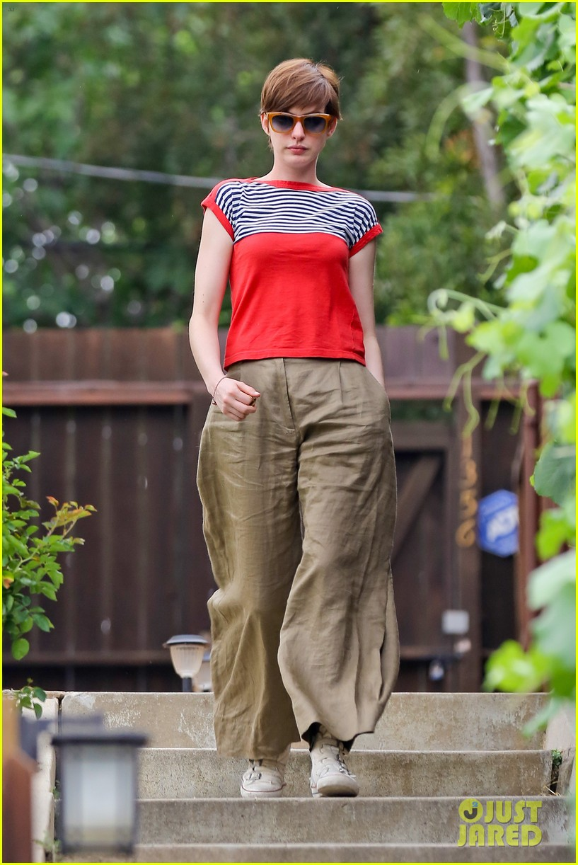 anne hathaway visits friends in beverly hills 06