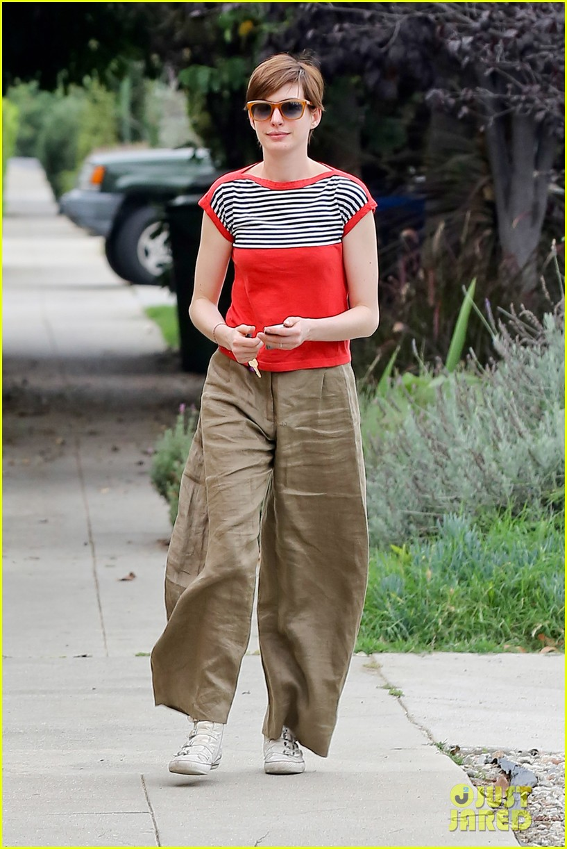 anne hathaway visits friends in beverly hills 14