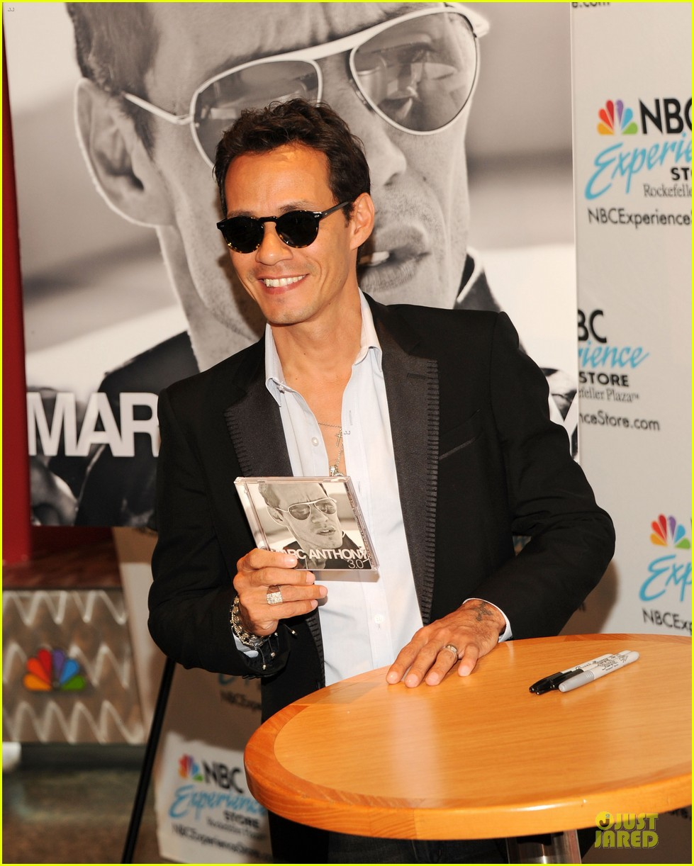 marc anthony chloe green marc anthony 3 album signing 06