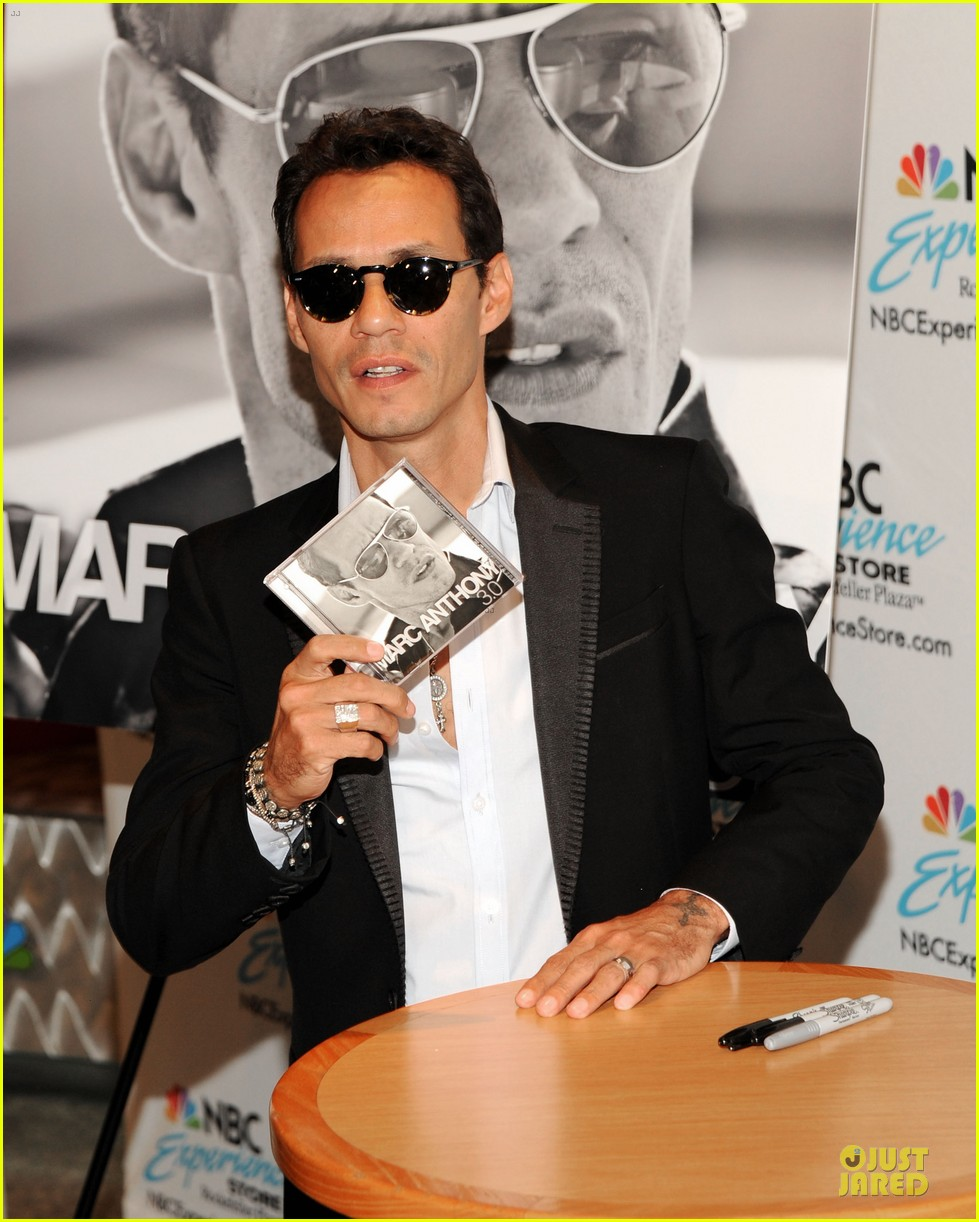 marc anthony chloe green marc anthony 3 album signing 11