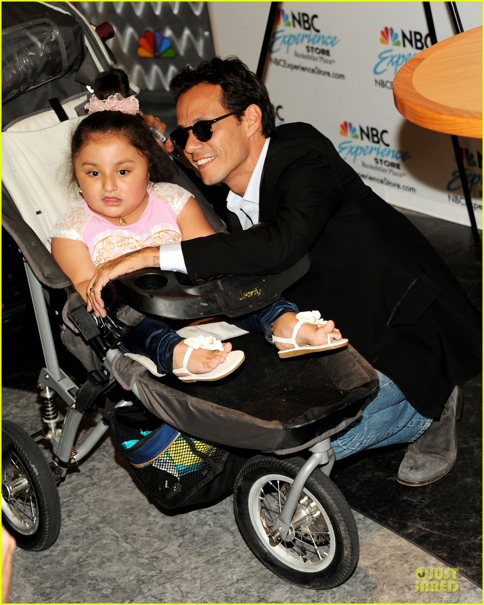 marc anthony chloe green marc anthony 3 album signing 16