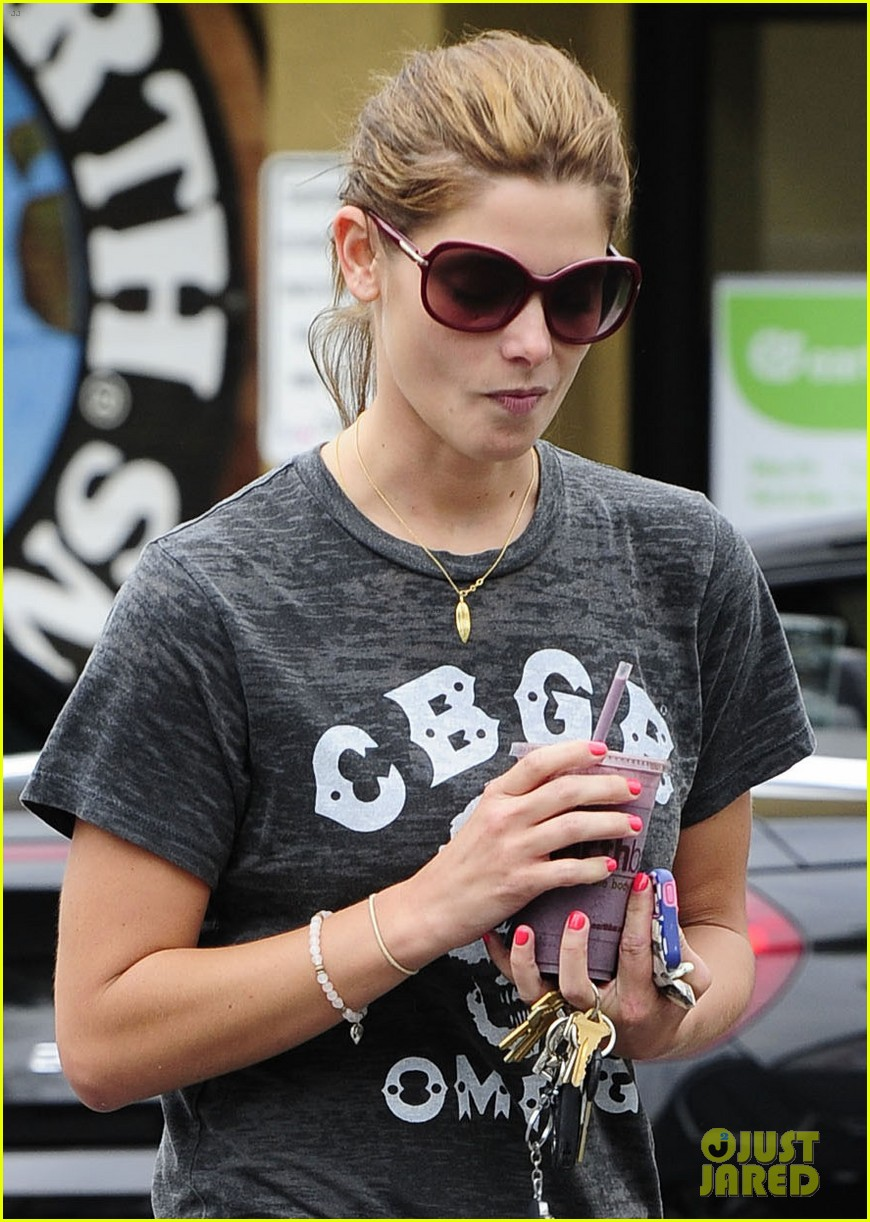 ashley greene earth bar smoothie stop 042907647
