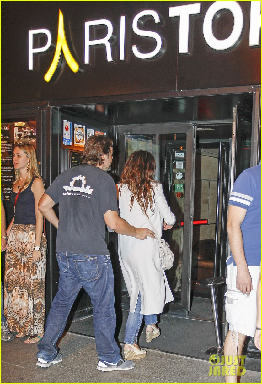 pregnant penelope cruz javier bardem dine out with family 09