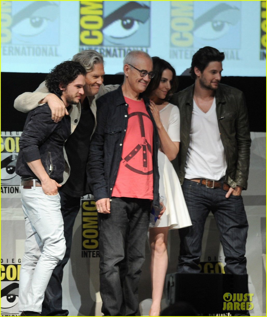 ben barnes kit harington seventh son comic con panel 08