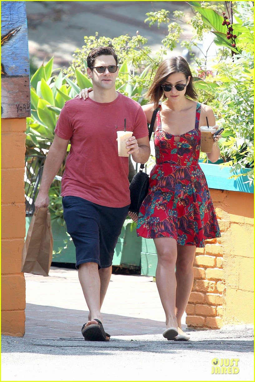 justin bartha lia smith iced coffee sharing couple 012905132