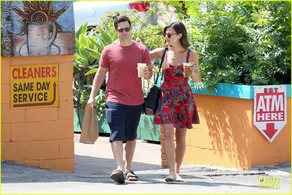 justin bartha lia smith iced coffee sharing couple 042905135
