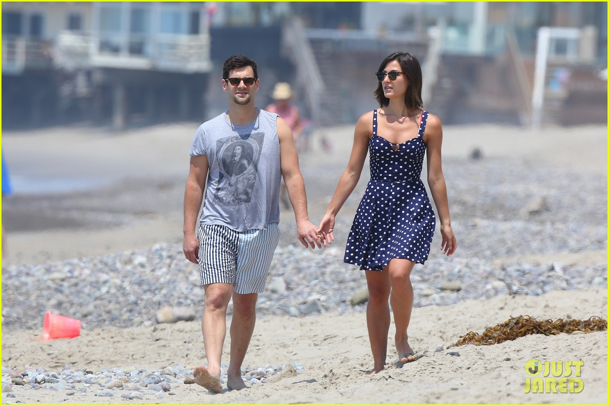 justin bartha strolls with lia smith meets up with jim toth 112904372