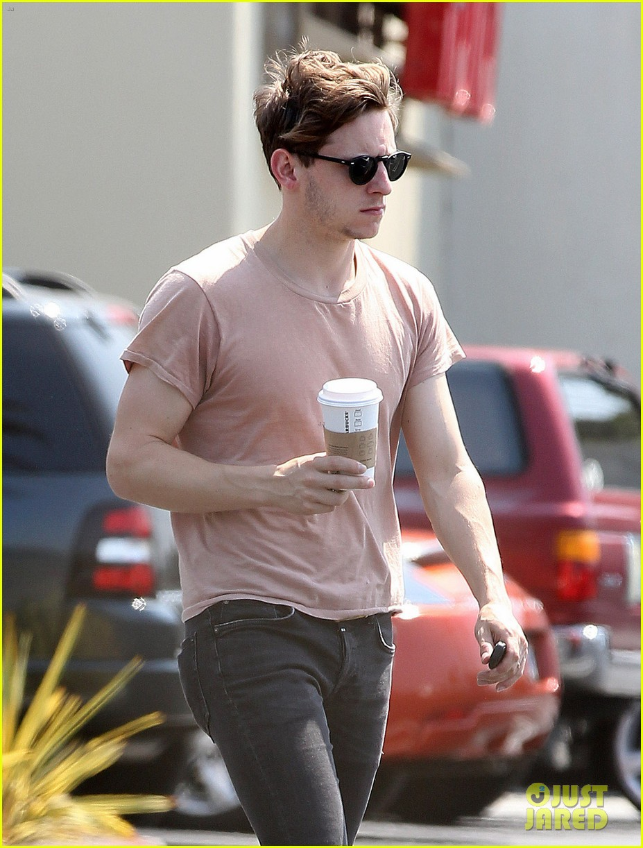 jamie bell grocery run in pacific palisades 042901908