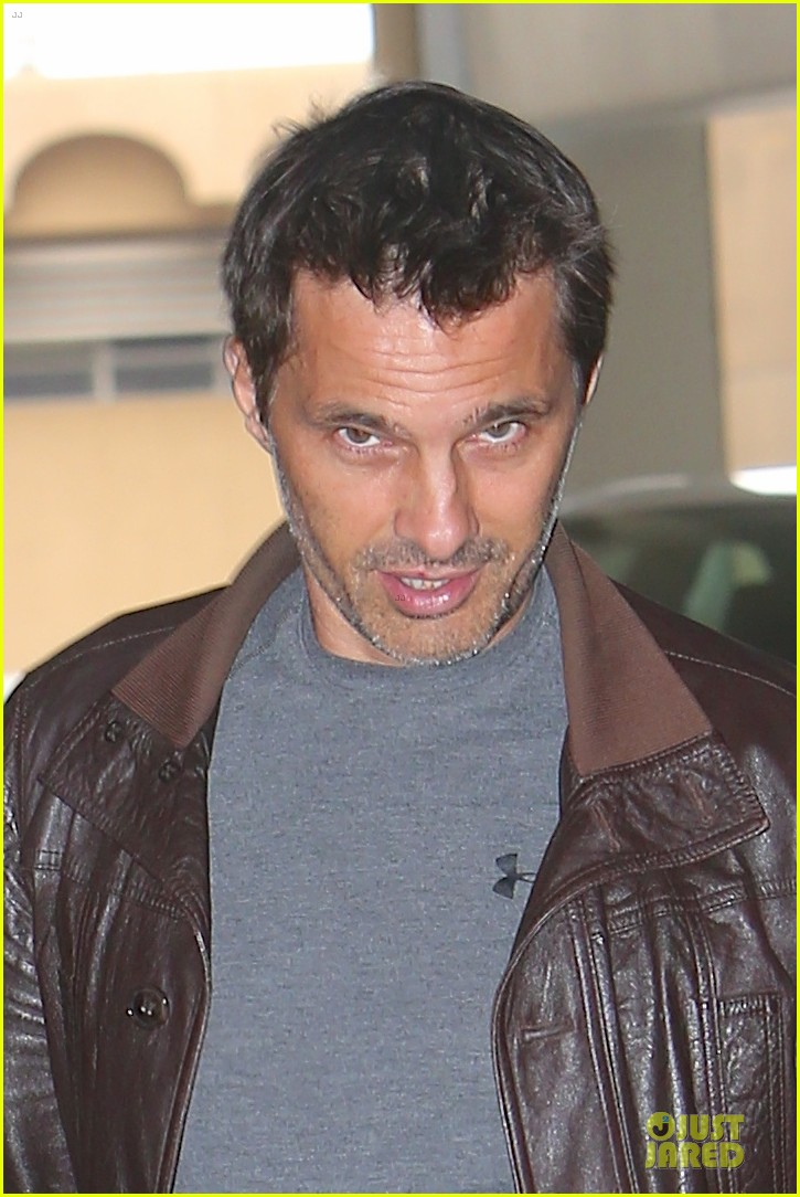 halle berry olivier martinez hold hands for baby checkup 042921114
