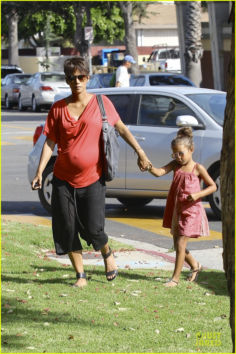 halle berry baby bump check up with nahla 11