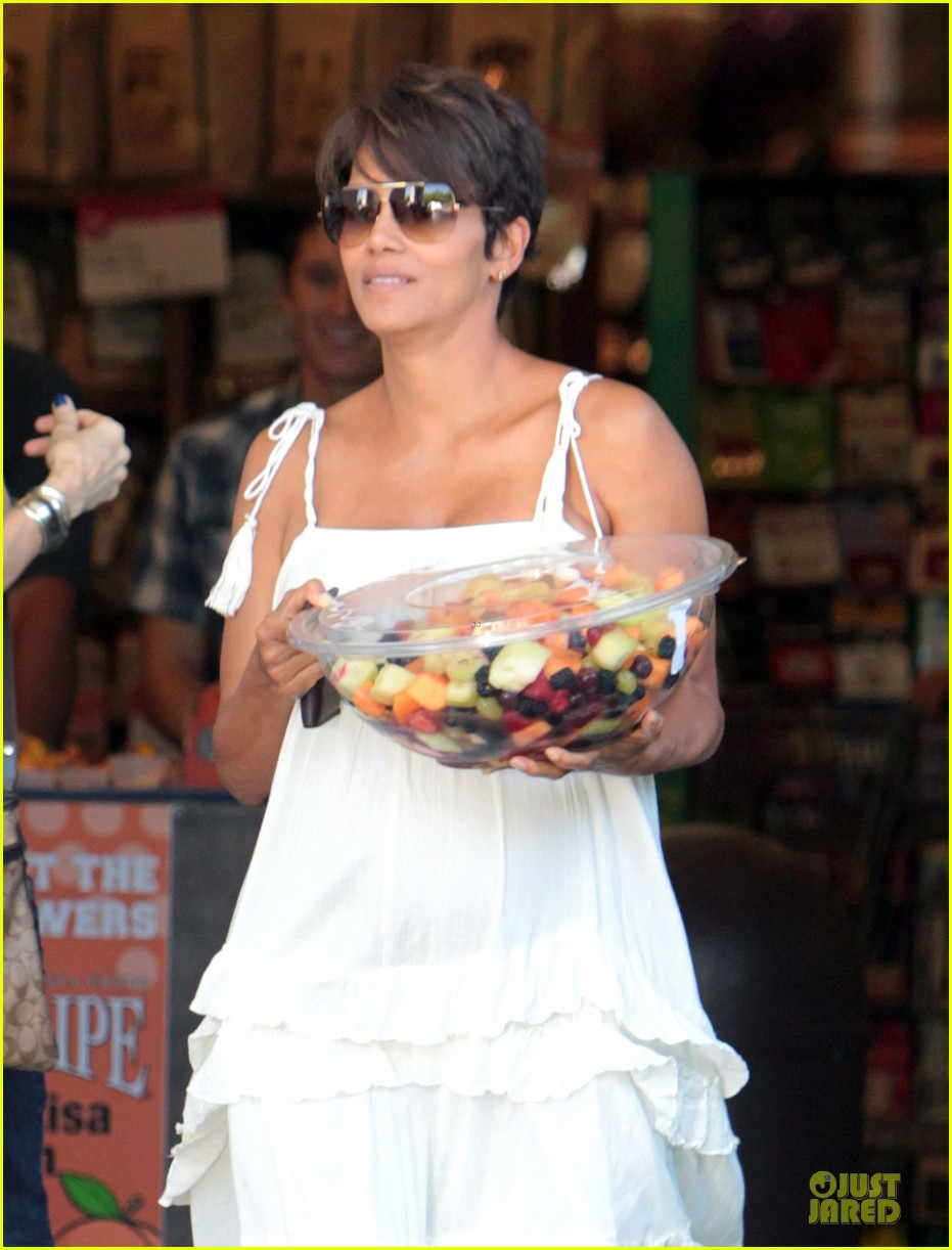 halle berry fruit salad pregnancy craving 062918105