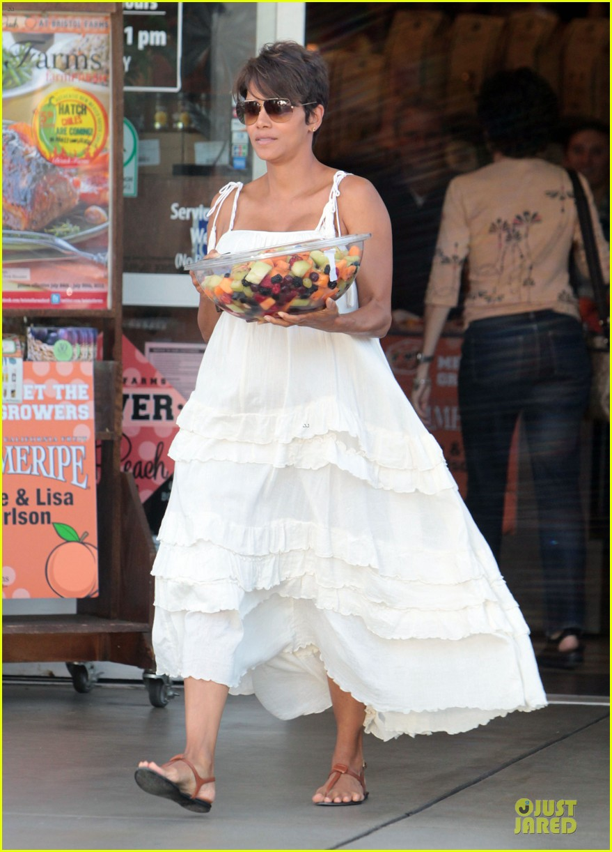 halle berry fruit salad pregnancy craving 10