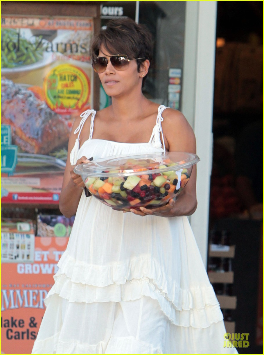 halle berry fruit salad pregnancy craving 122918111