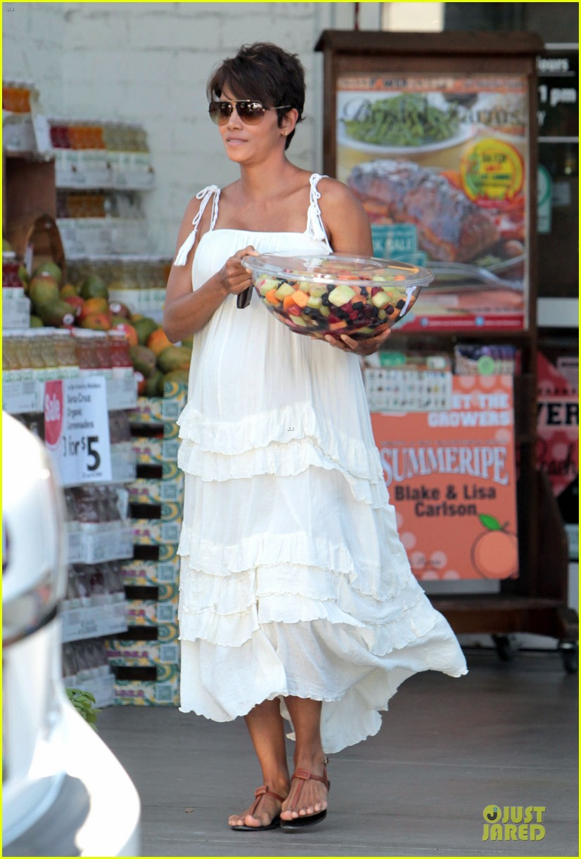 halle berry fruit salad pregnancy craving 182918117