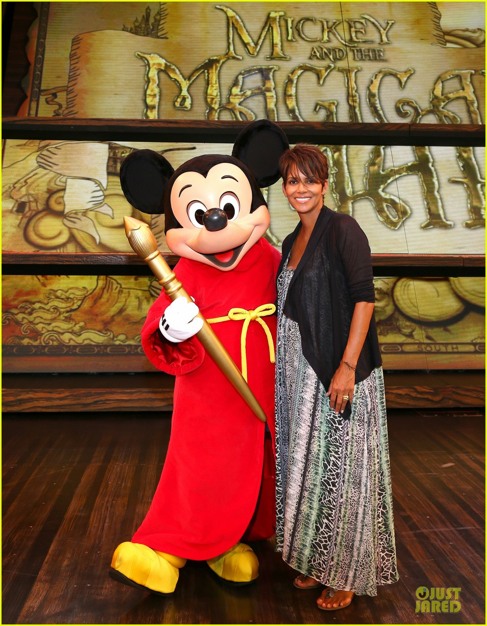 halle berry mickey and the magical map show 01