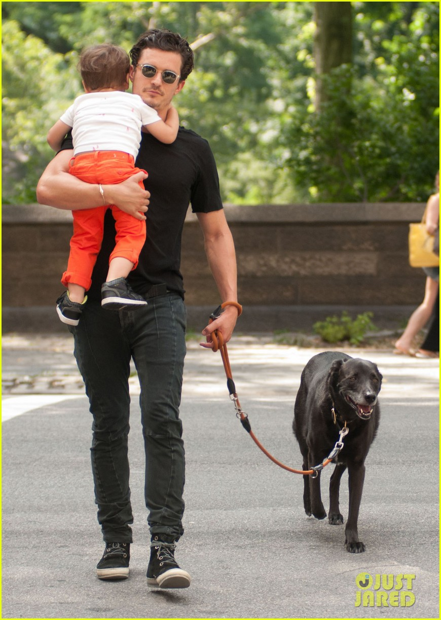 orlando bloom daddy day out with flynn 102905608