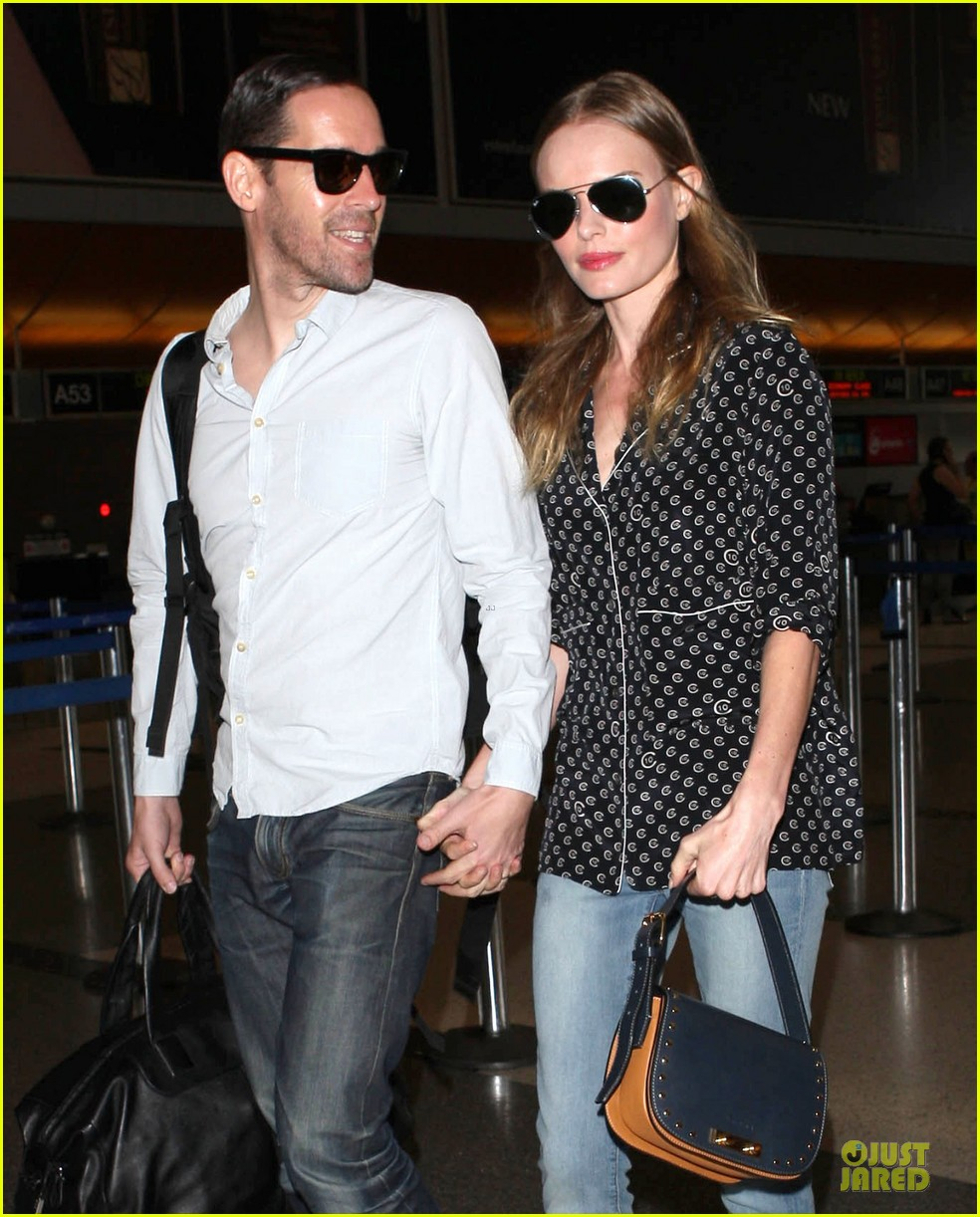 kate bosworth michael polish hold hands for south korea flight 17