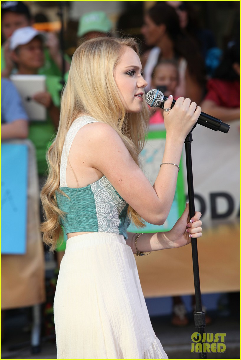 danielle bradbery debuts heart of dixie on the today show 142911360