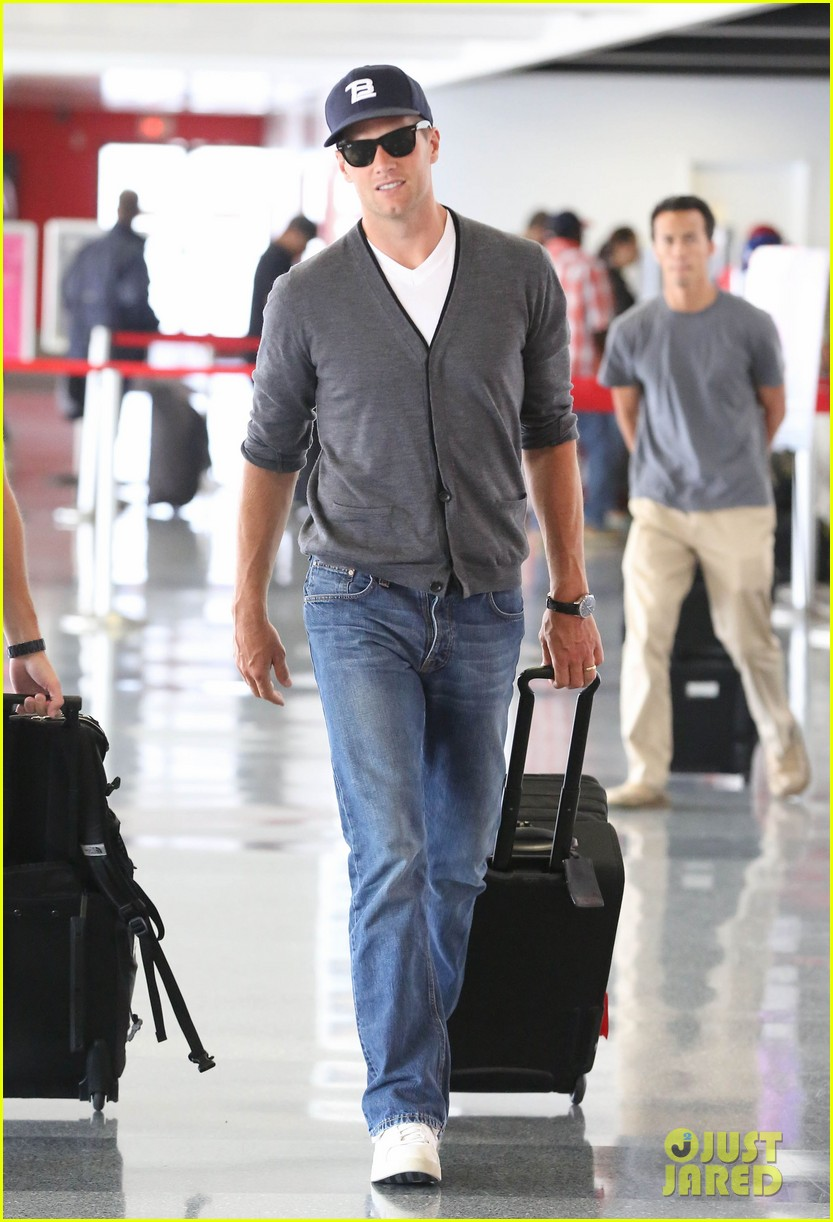 tom brady solo lax departure 01