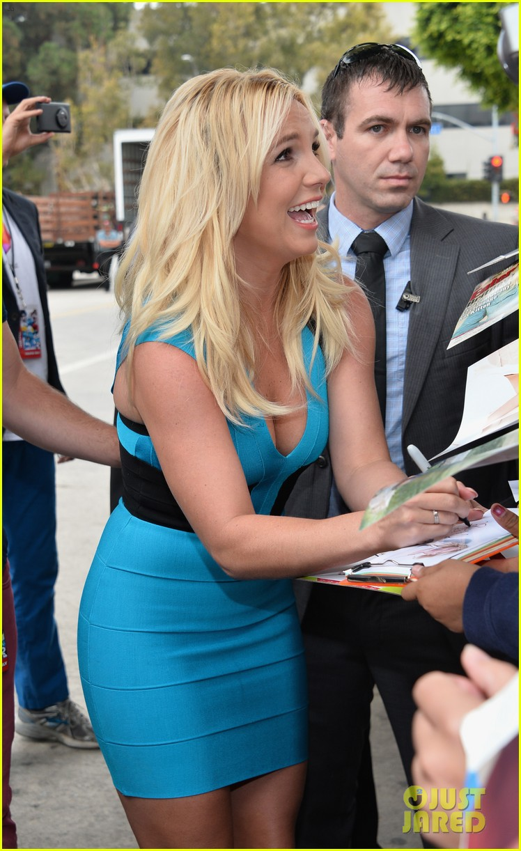 britney spears smurfs 2 premiere with sean preston jayden james 05