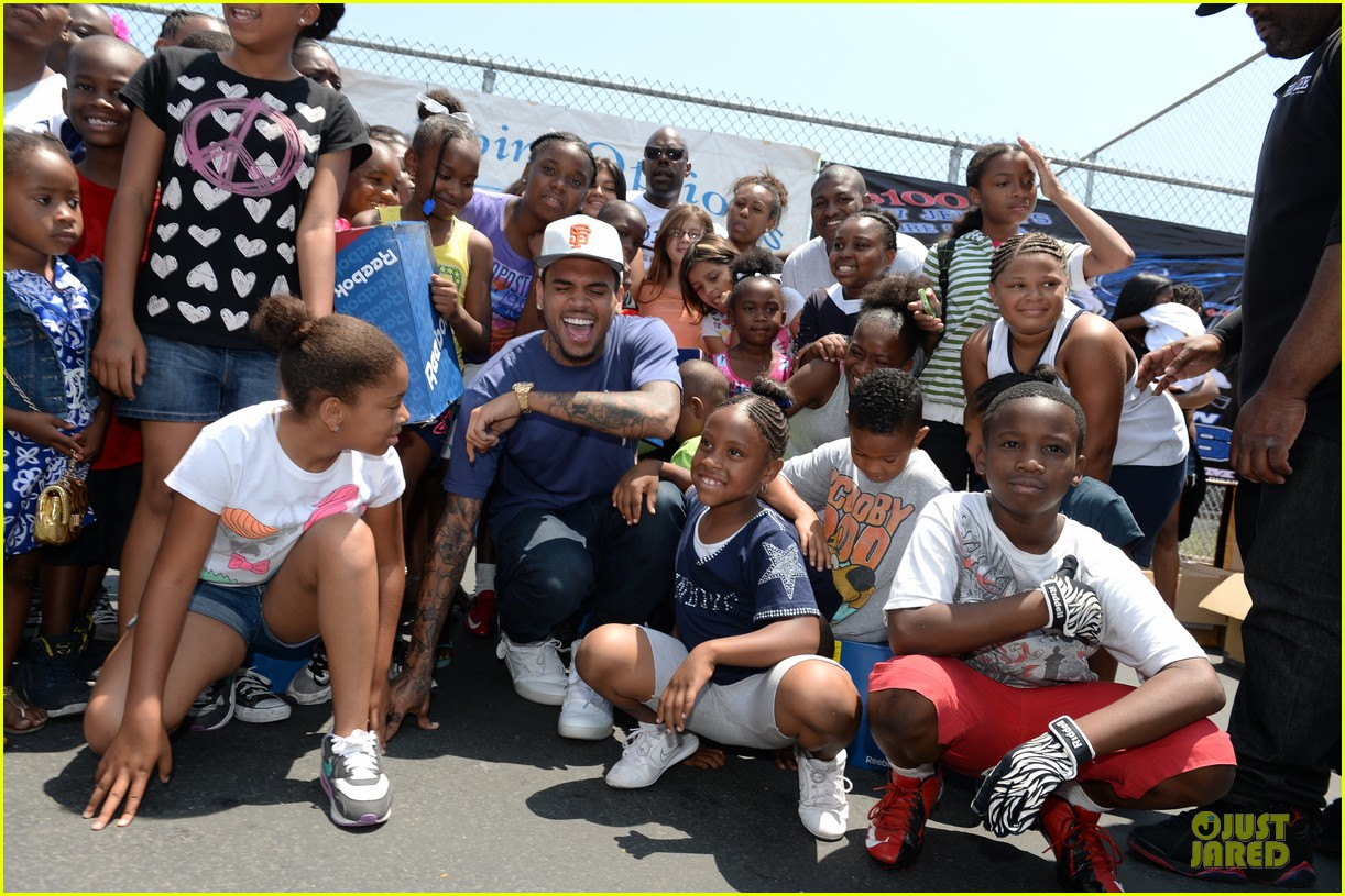 chris brown walk everywhere in unity shoes event 11