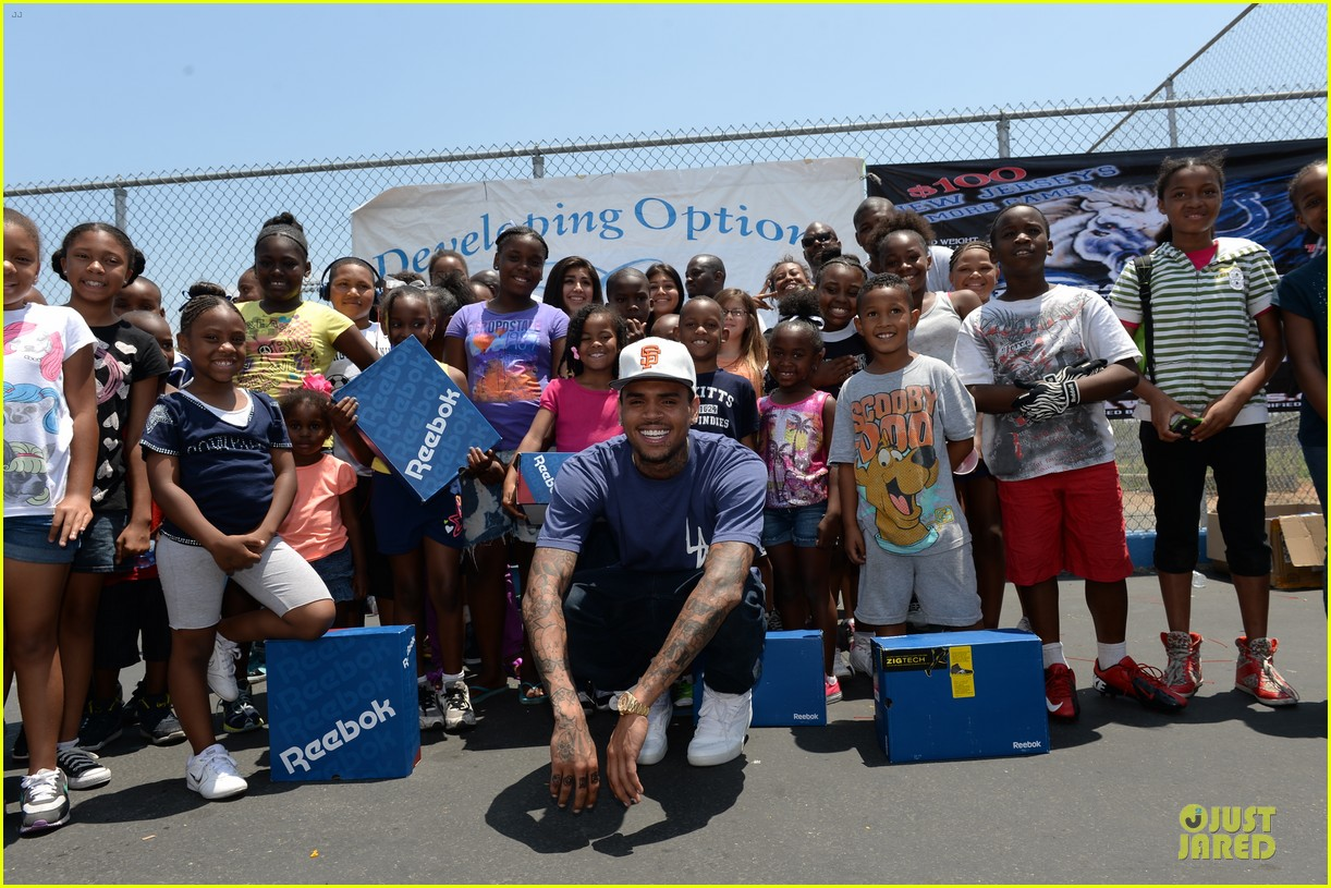chris brown walk everywhere in unity shoes event 19
