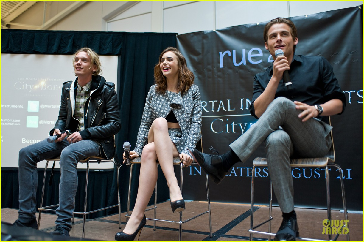 lily collins jamie campbell bower city of bones autograph signing 032920673