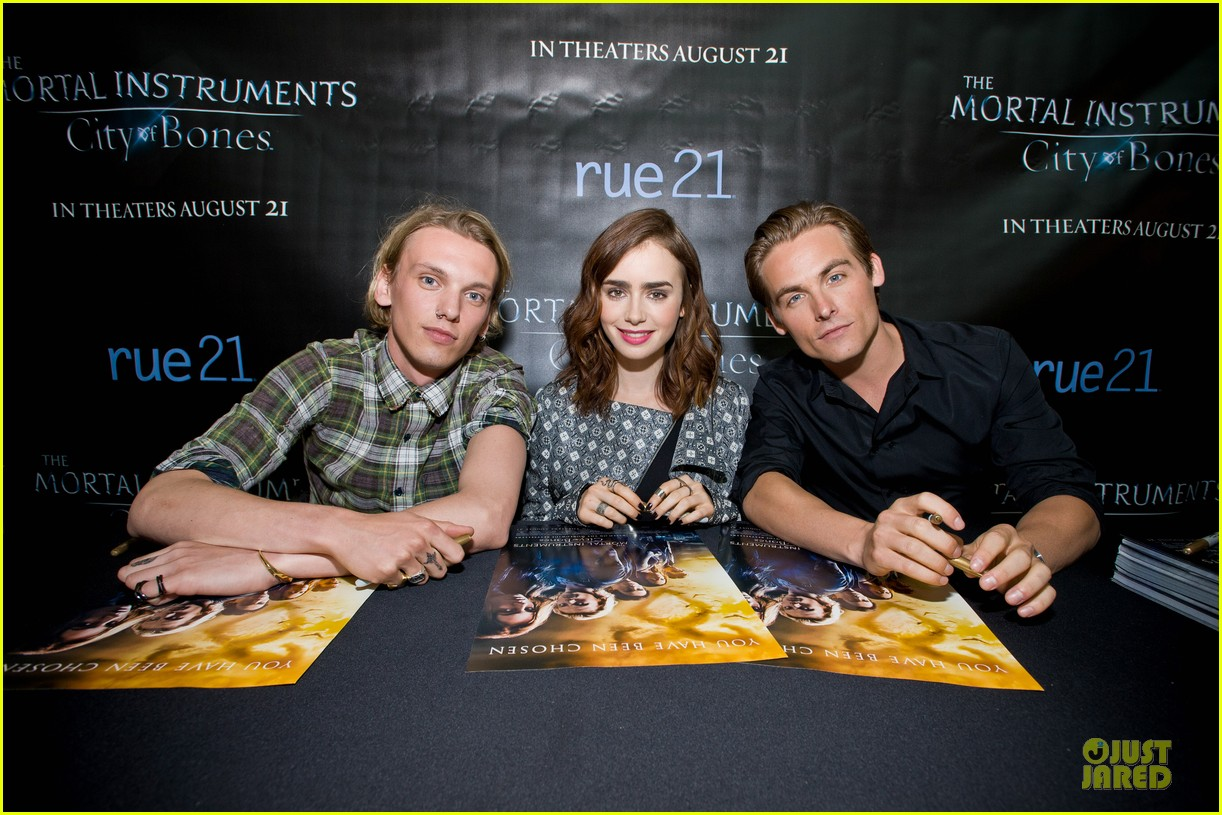 lily collins jamie campbell bower city of bones autograph signing 042920674