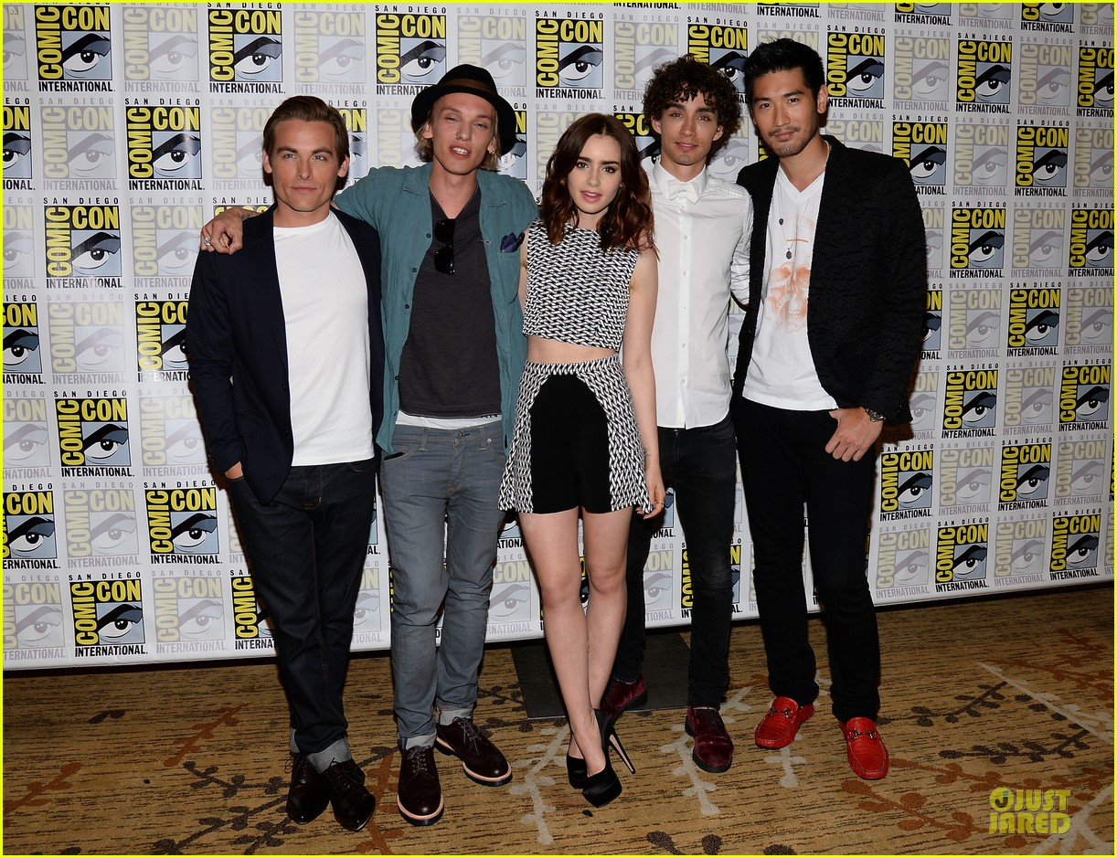 lily collins jamie bower campbell city of bones at comic con 032912476
