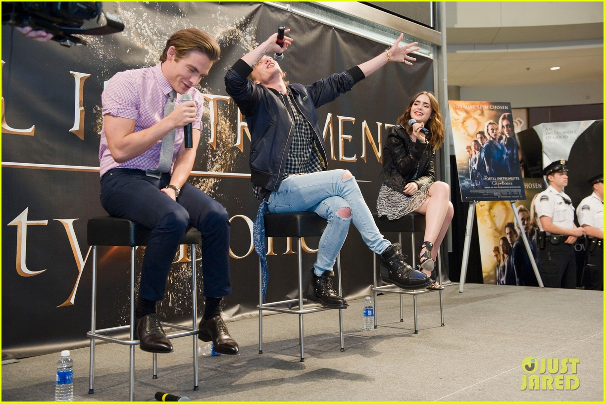 lily collins jamie campbell bower mortal instruments signing 08