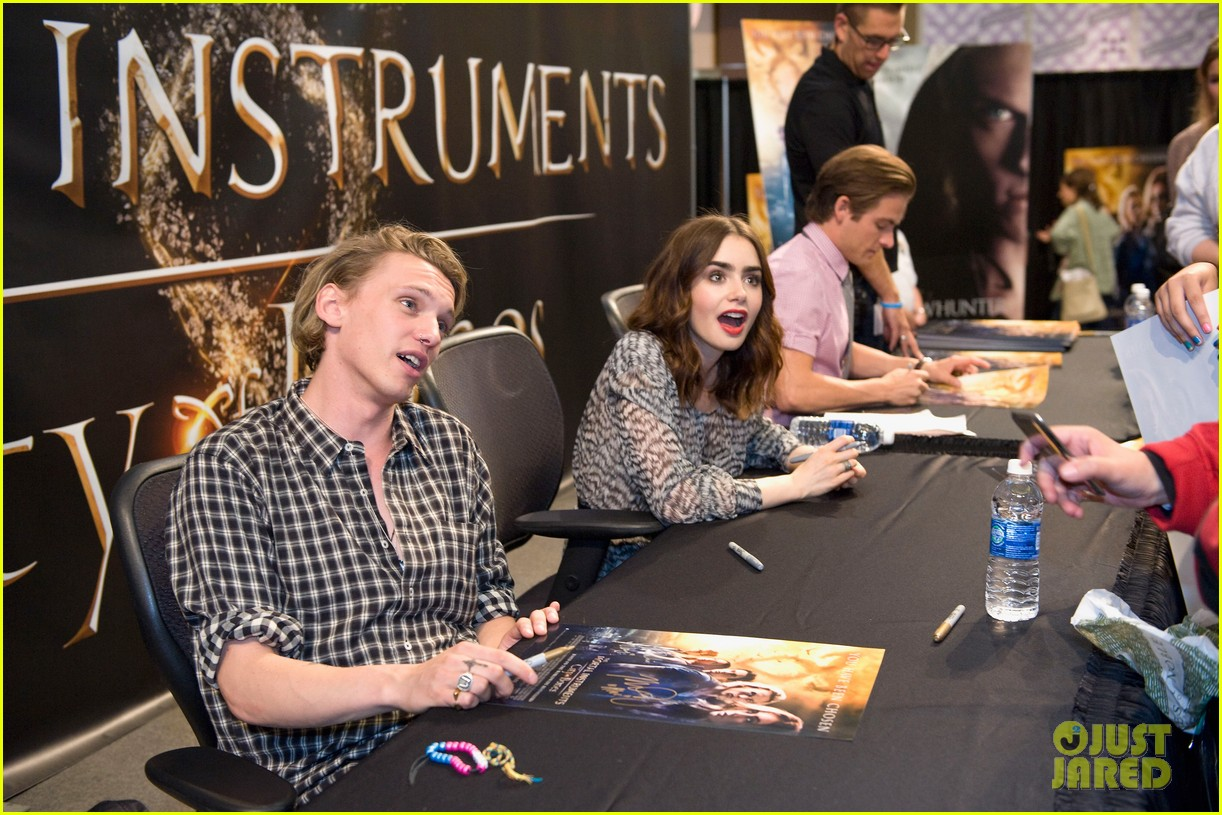 lily collins jamie campbell bower mortal instruments signing 122919122