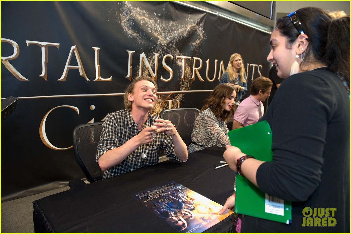 lily collins jamie campbell bower mortal instruments signing 20
