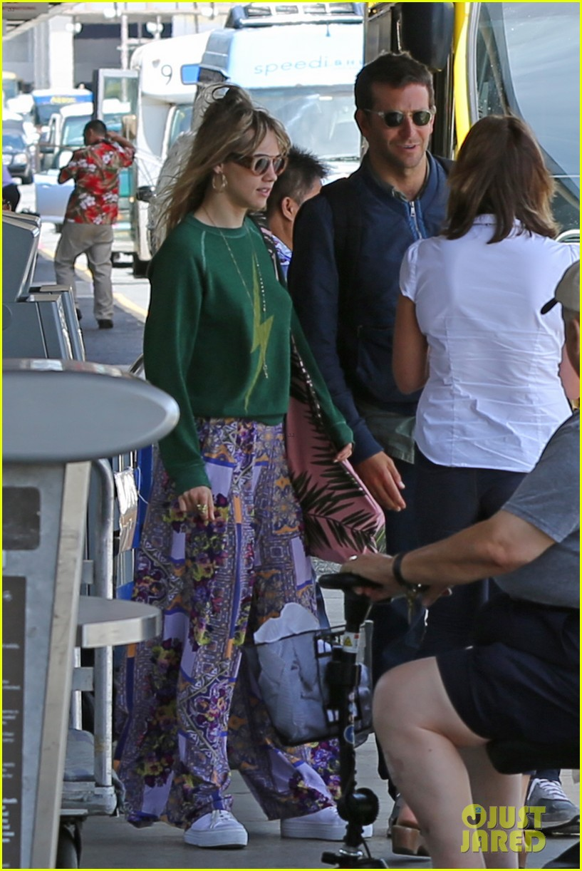 bradley cooper suki waterhouse hawaii vacation 03