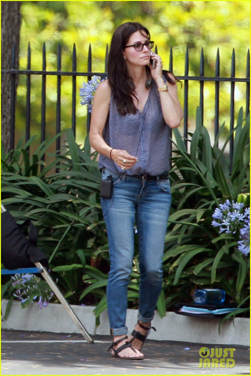 courteney cox takes on directing duties for pre production 012903139