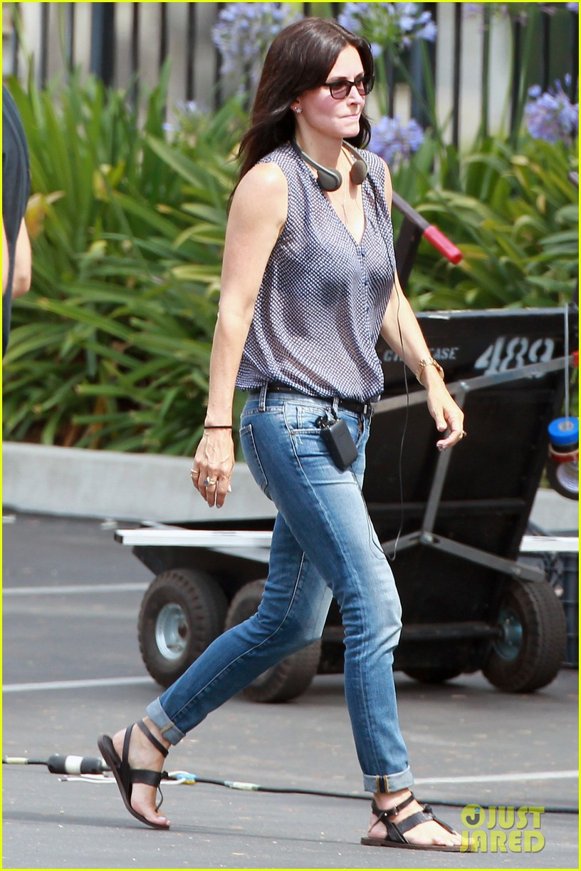 courteney cox takes on directing duties for pre production 04