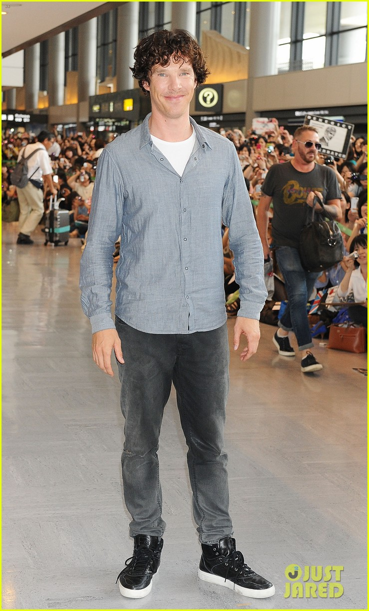 benedict cumberbatch arrives in japan after wrapping hobbit 062909744