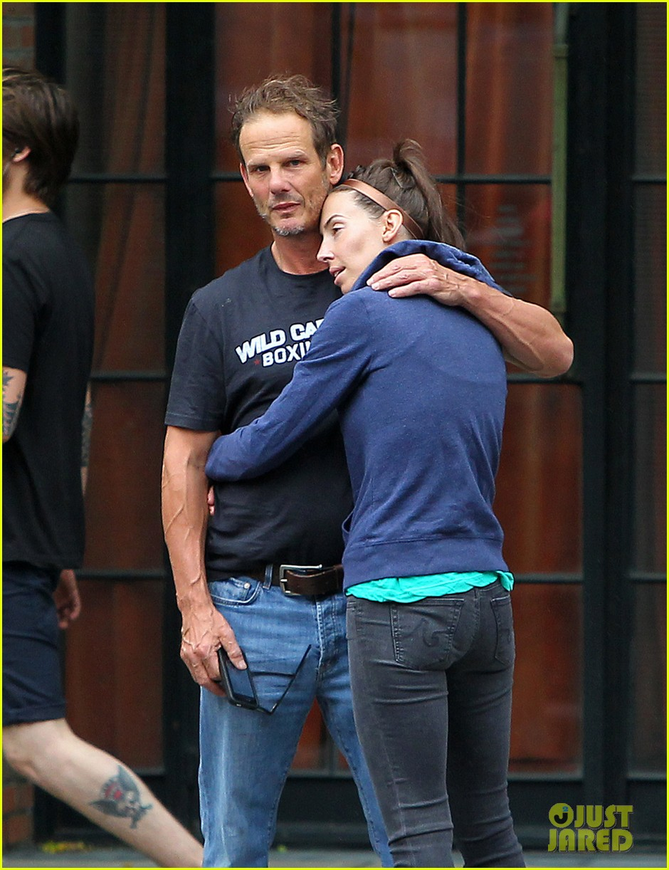 whitney cummings peter berg cuddling couple in nyc 04