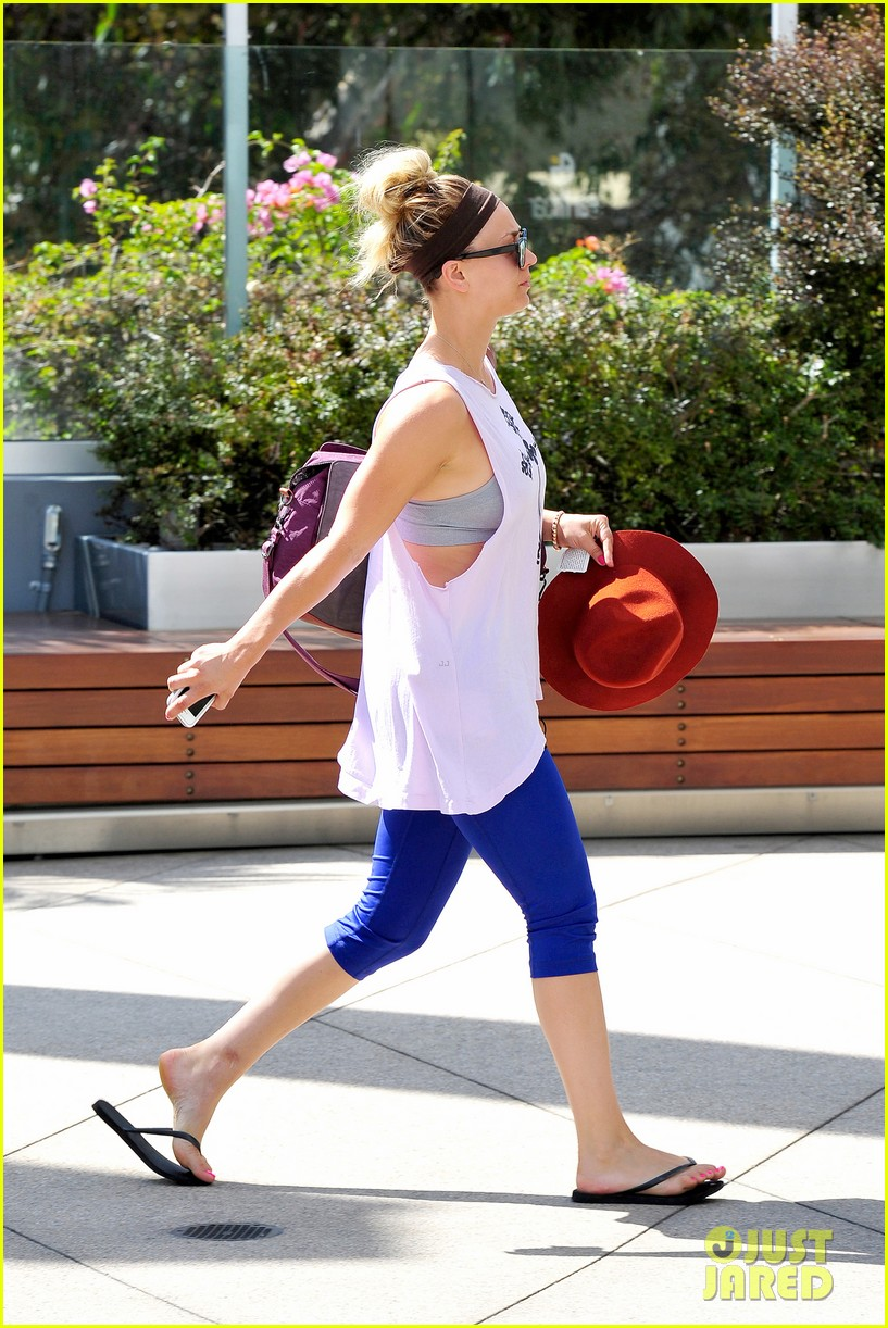 newly single kaley cuoco steps out solo for gym time 07