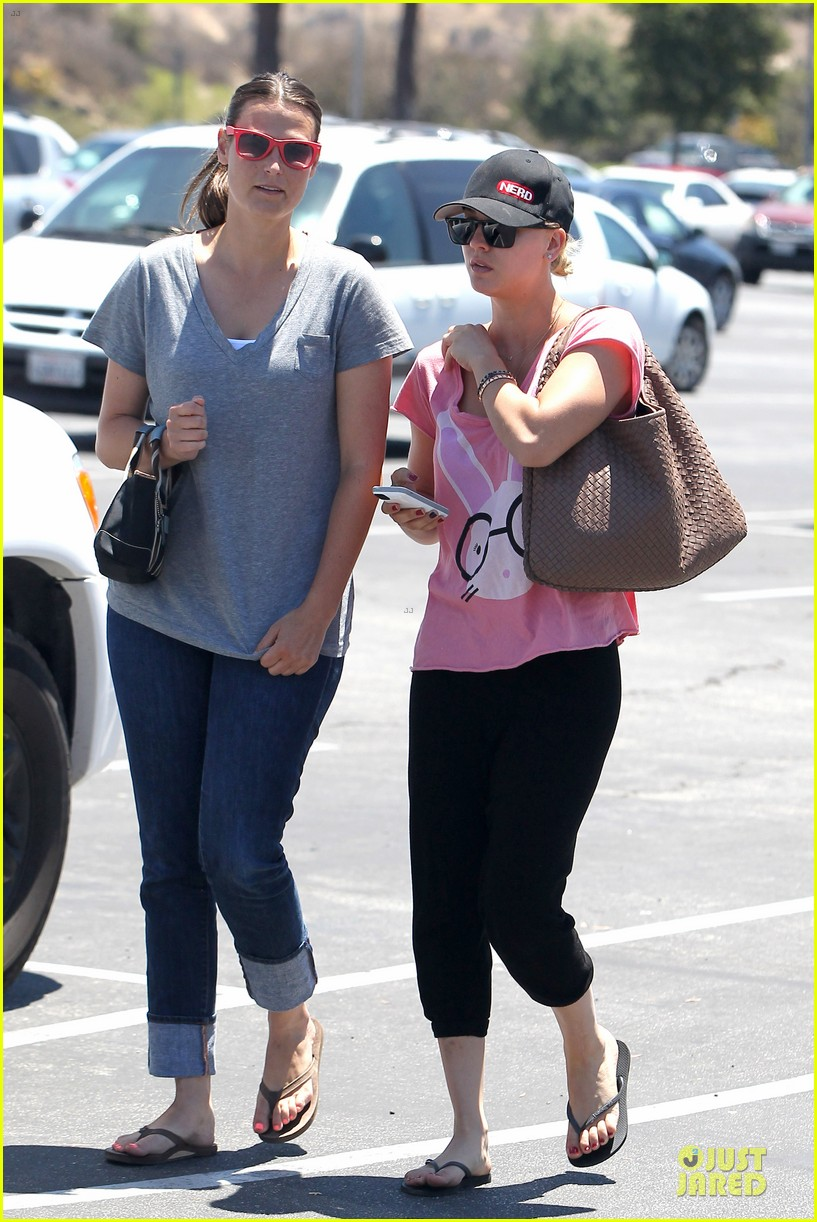 kaley cuoco pink bunny babe on the thirty 10